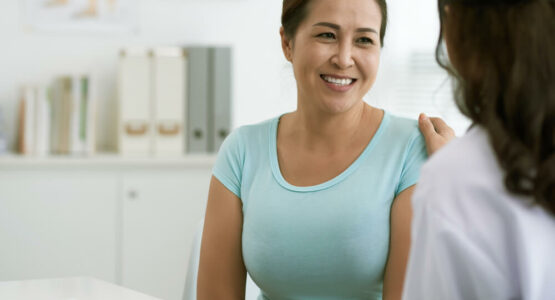 A woman learning about UTIs from her doctor.